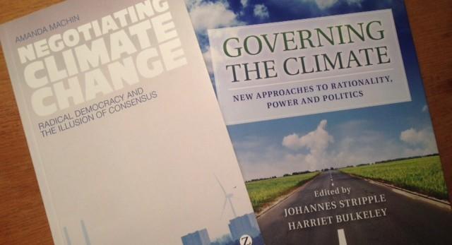 To bøker